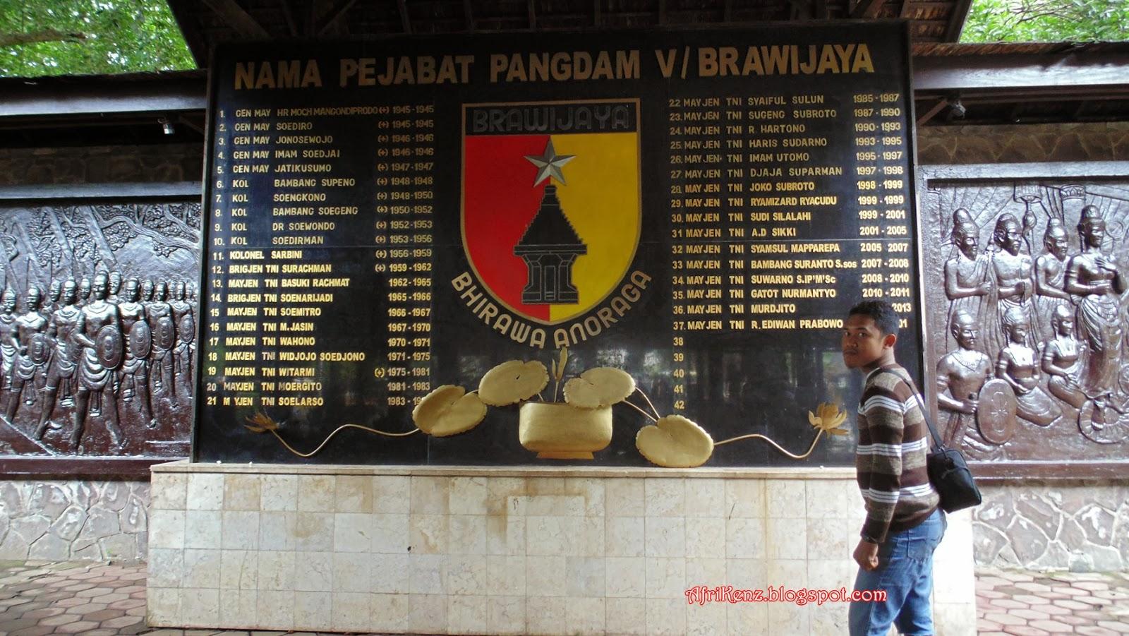 Pendopo Agung Trowulan Petilasan Pendiri Kerajaan Majapahit Disini Terdapat Monumen