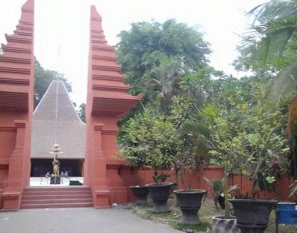 Tempat Wisata Pacet Trawas Mojokerto Memikat Pendopo Agung Trowulan Kab