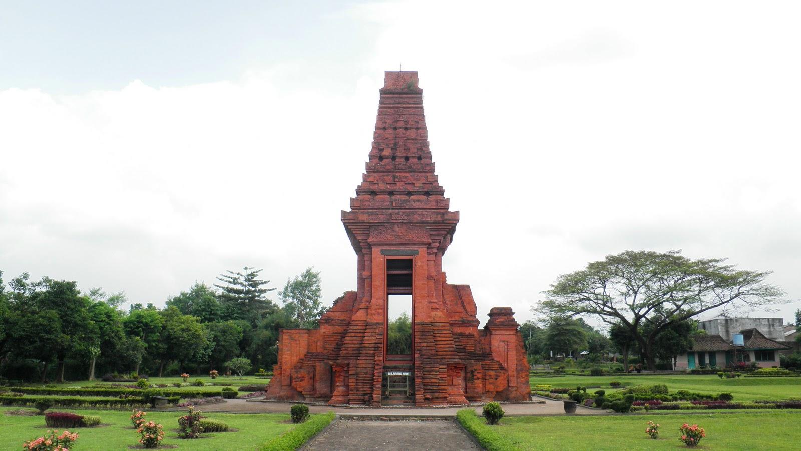 Temple Bajang Ratu Mojopahit Zone Bajangratu Situated Kraton Hamlet Temon