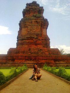 Candi Brahu Terletak Desa Bejijong Kecamatan Trowulan Kabupaten Temple Mojokerto