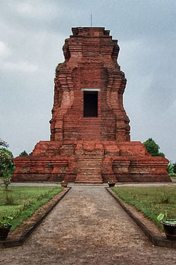 Mojokerto Tourism Historical Area Rich Nature Scenery Regency Formed Stage