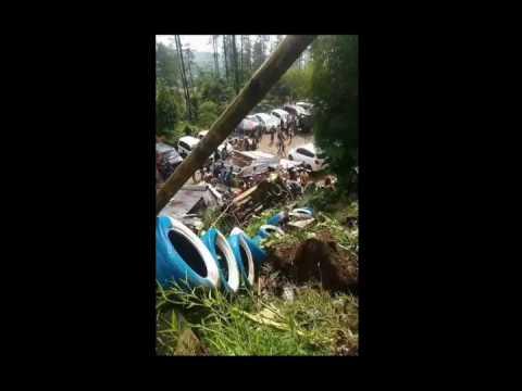 Kecelakaan Tempat Wisata Air Panas Pacet Mojokerto Youtube Taman Joglo