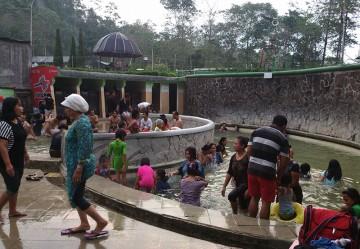 Wisata Buatan Badan Promosi Pariwisata Daerah Kabupaten Mojokerto Pemandian Air