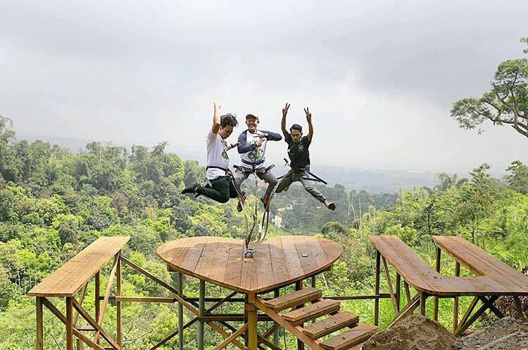 Mojokerto Claket Adventure Park Pengunjung Menikmati Spot Lembah Cinta Sumber