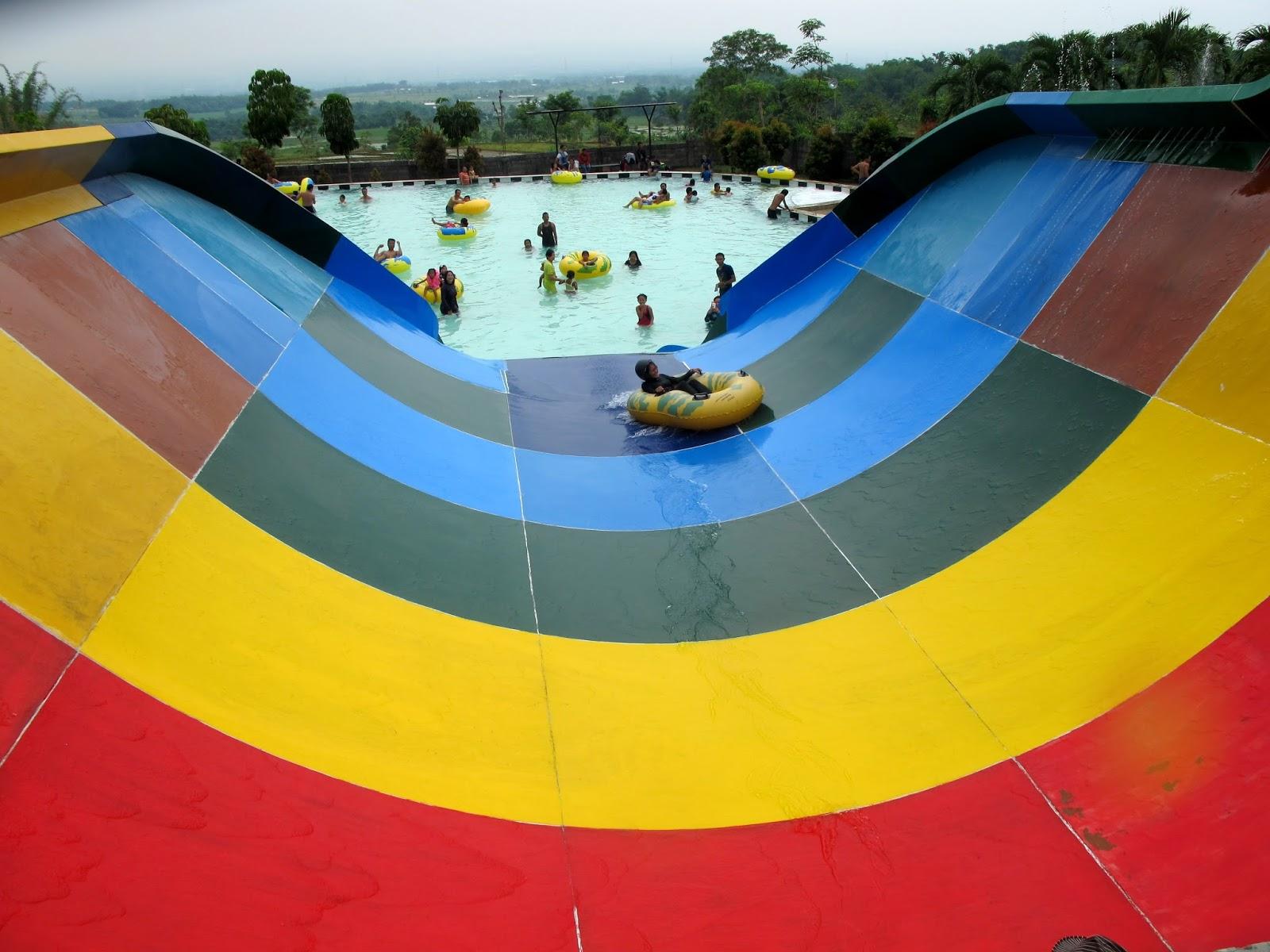 Wisata Joglo Park Pacet Haya Zone Boomerang Tampilan Samping Atas