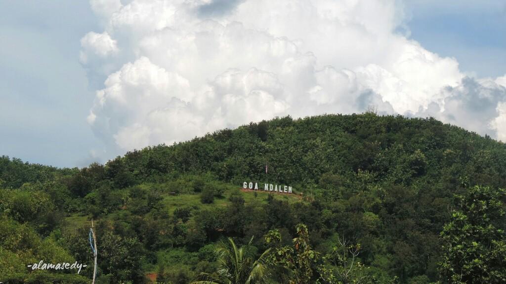 Bukit Watu Lawang Daki Empat Air Terjun Tersaji Alamasedy Goa