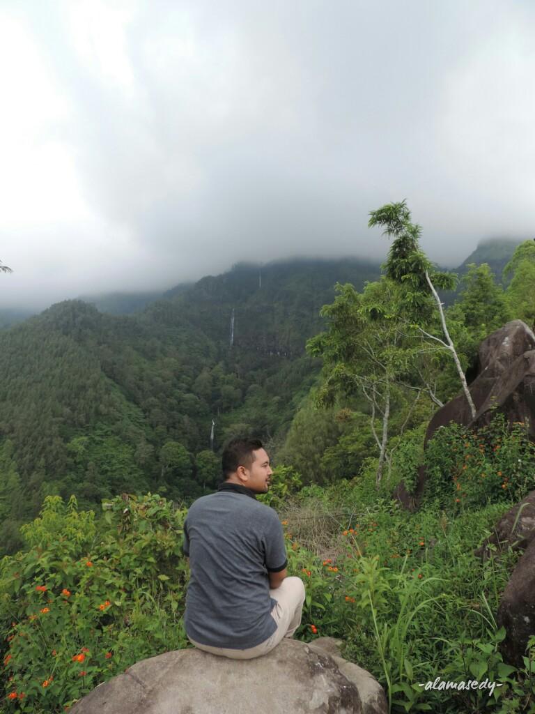 Bukit Watu Lawang Daki Empat Air Terjun Tersaji Alamasedy View