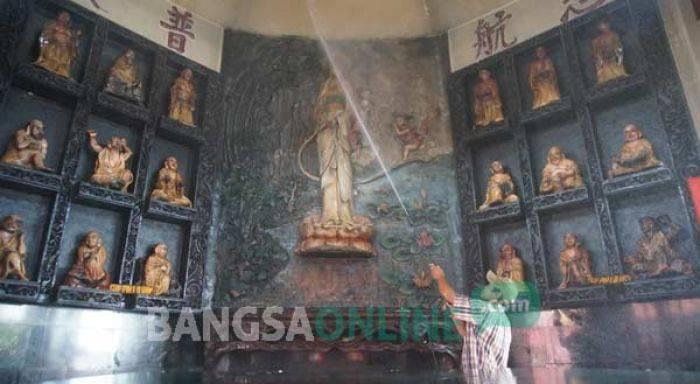 Jelang Imlek Umat Tri Dharma Sukomoro Nganjuk Lakukan Ritual Dewa