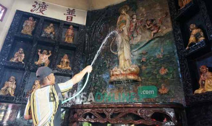 Jelang Imlek Umat Tri Dharma Sukomoro Nganjuk Lakukan Ritual Warga