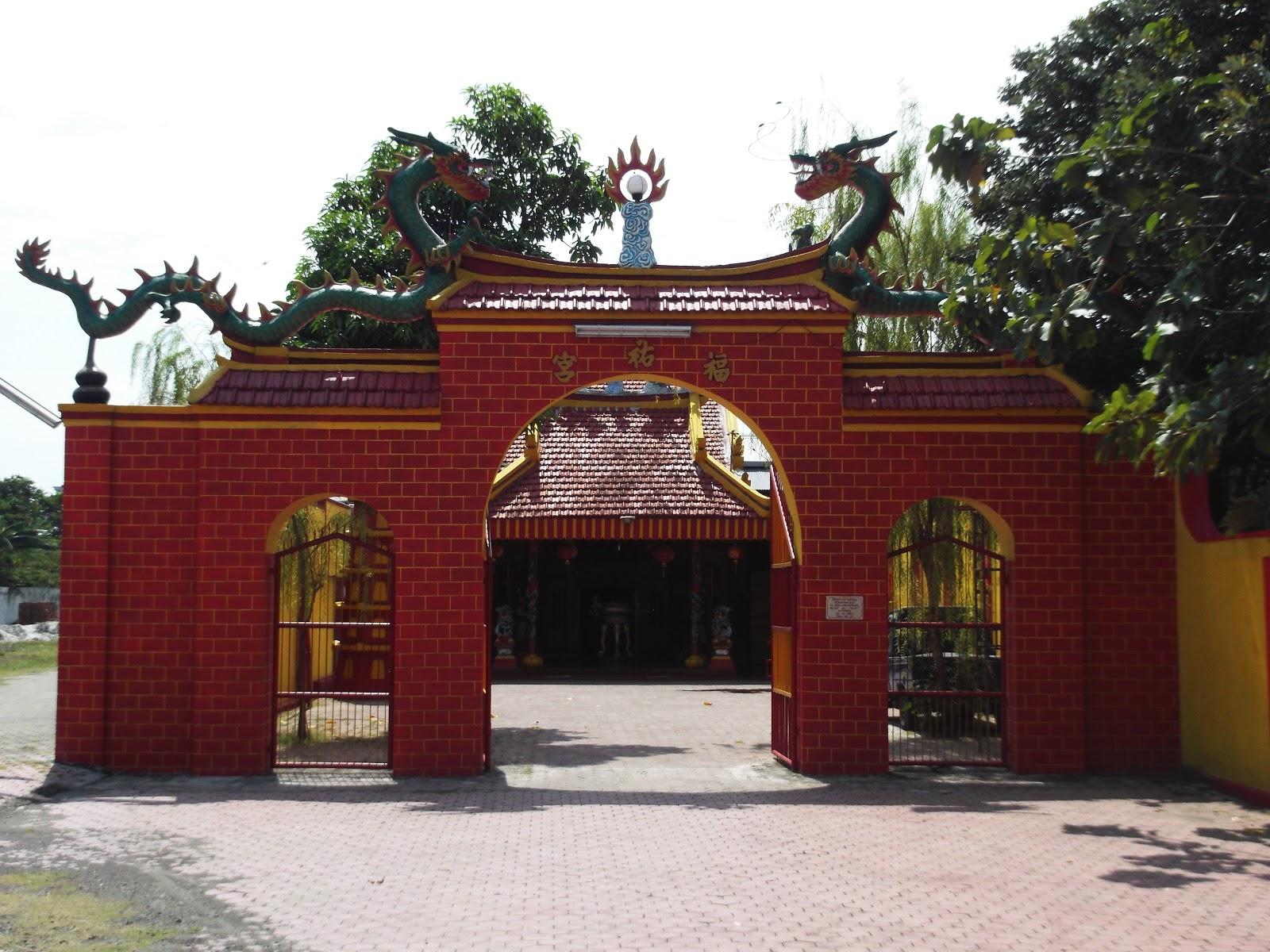 Klenteng Hok Yoe Kiong Sukomoro Kekunaan Soen Boen Lee Membangun
