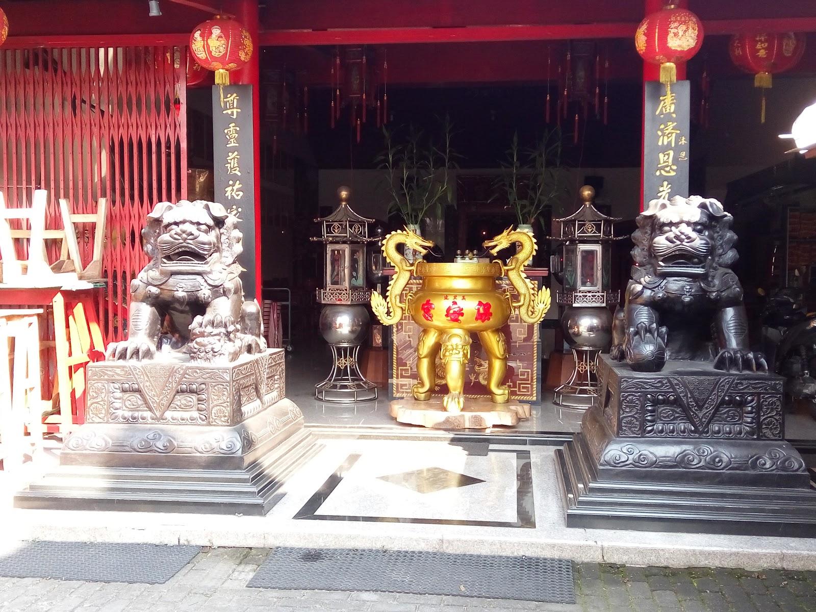 Klenteng Poo Kiong Blitar Kekunaan Memasuki Men Lou Wu Pengunjung
