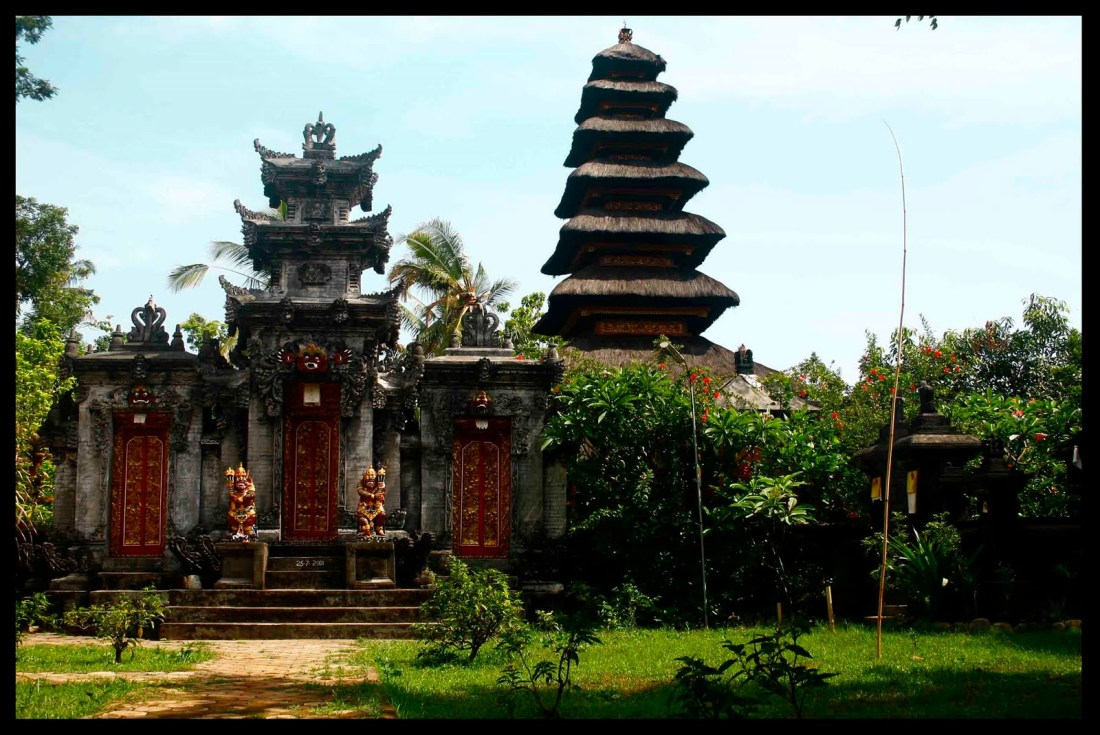 Pesona Wisata Kota Angin Pura Kerta Bhuwana Nganjuk Salah Satu