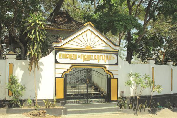 Nganjuk Tourism Syeh Suluki Graveyard Makam Kanjeng Jimat Kab