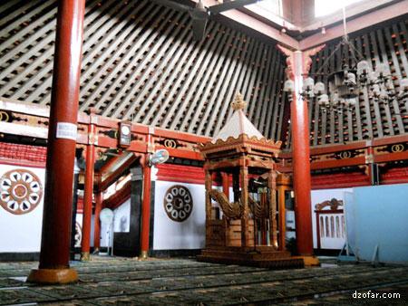 Wisata Rohani Makam Kyai Kanjeng Jimat Vectoria Jenaka Bagian Masjid