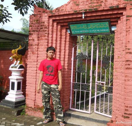 Wisata Rohani Makam Kyai Kanjeng Jimat Vectoria Jenaka Pintu Masuk