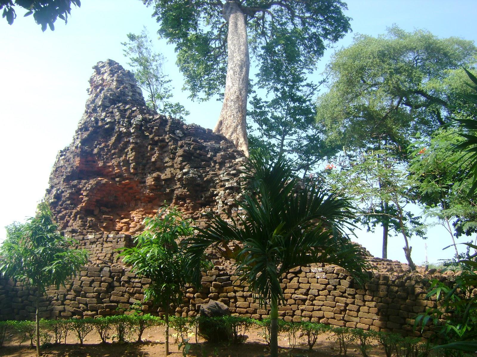 Candi Lor Kekunaan Masjid Yoni Al Mubarok Kab Nganjuk