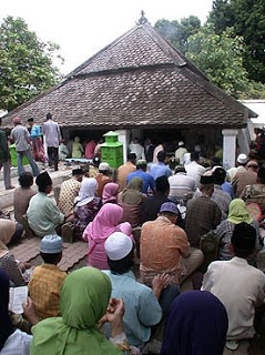 Kota Pacitan Makam Kanjeng Jimat Secara Geografis Berada Desa Kacangan
