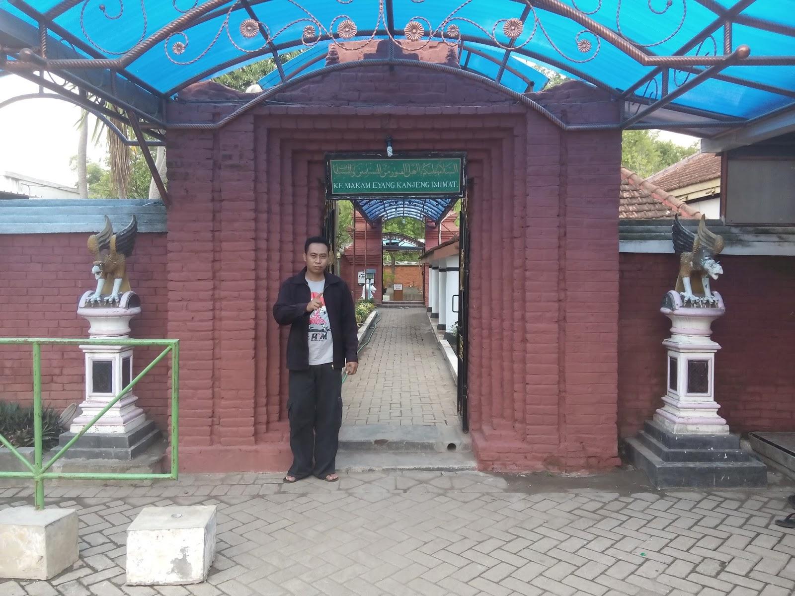 Mawar Sekuntum Blusukan Masjid Kuno Berbek Nganjuk Gerbang Pesarean Kanjeng