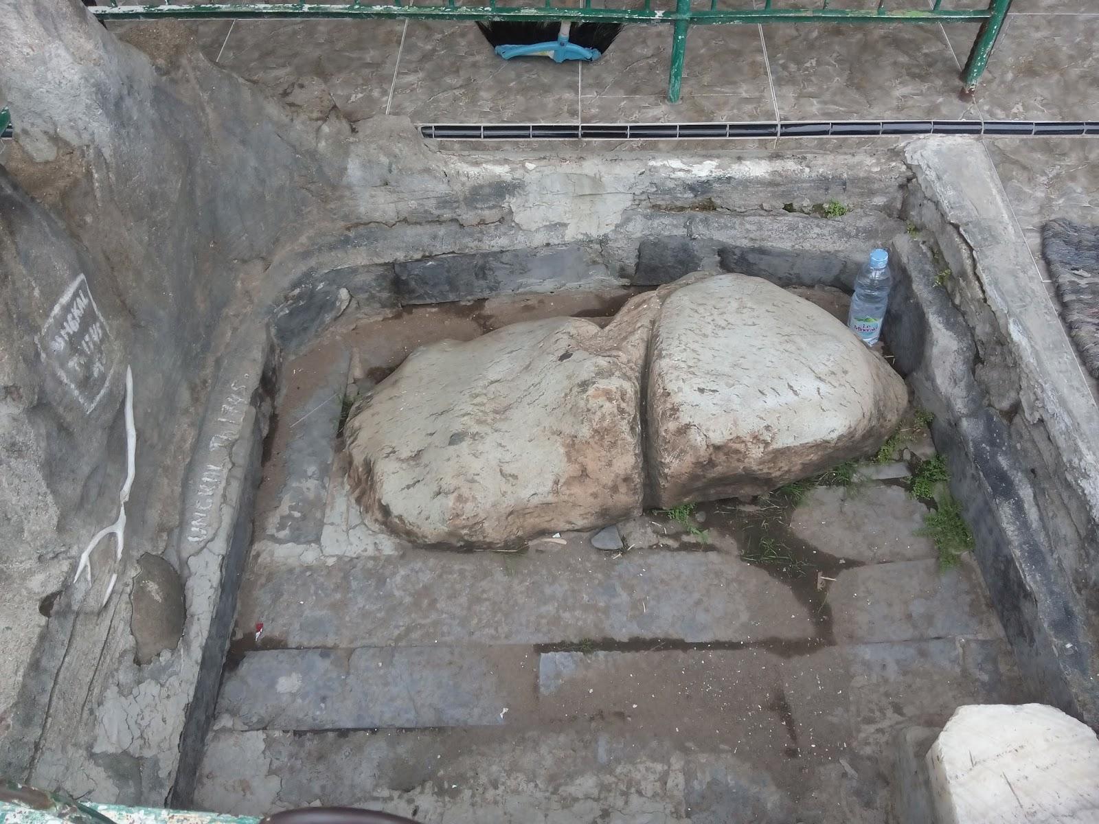 Mawar Sekuntum Blusukan Masjid Kuno Berbek Nganjuk Watu Ungkal Yoni