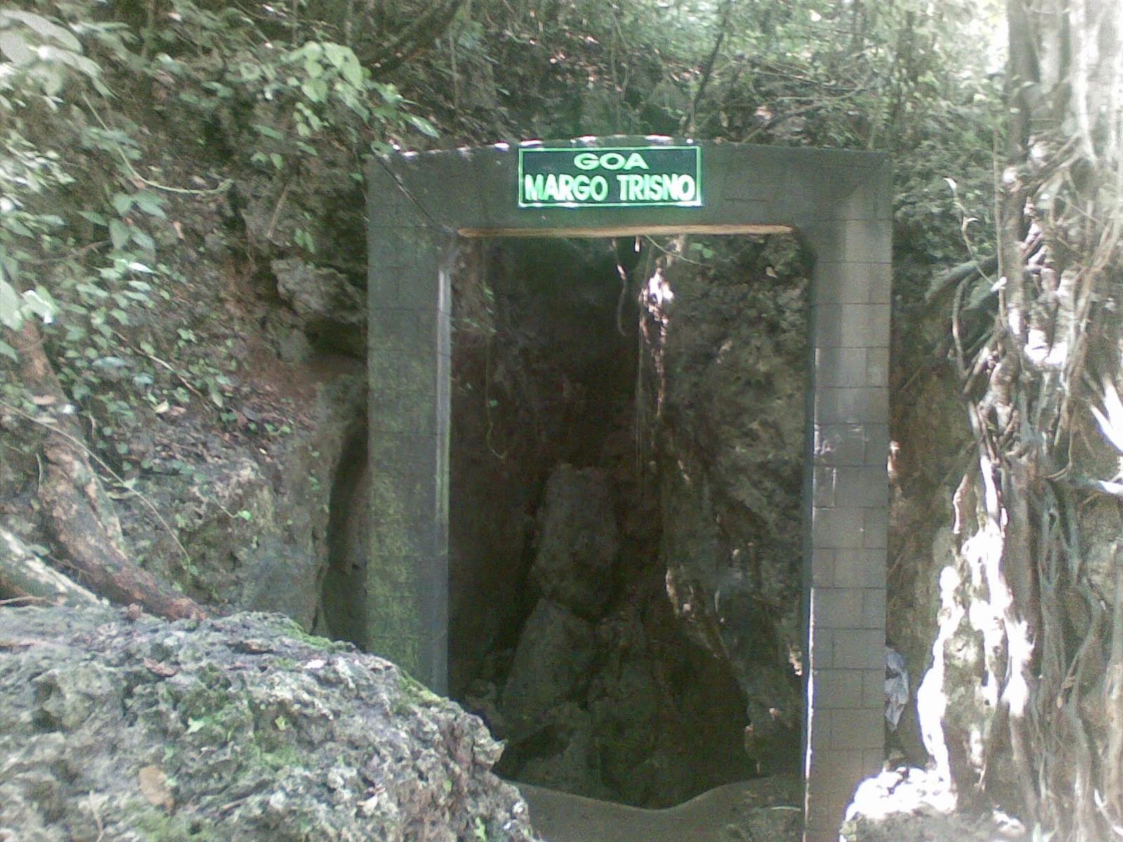 Nganjuk Punya Wisata Goa Margo Trisno Masjid Yoni Al Mubarok