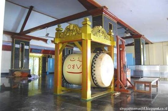 Singgah Masjid Al Mubarok Berbek Tertua Kabupaten Nganjuk Beduk Yoni