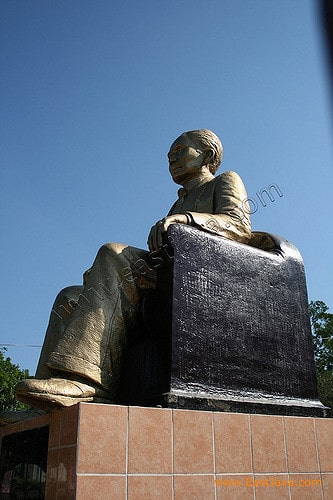 Berlibur Sebaiknya Kunjungi Tempat Wisata Kabupaten Nganjuk Monumen Menempati Tanah