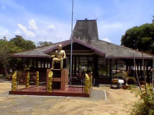 Monumen Dr Soetomo Kabupaten Nganjuk Kota Anginku Berdiri Diatas Tanah