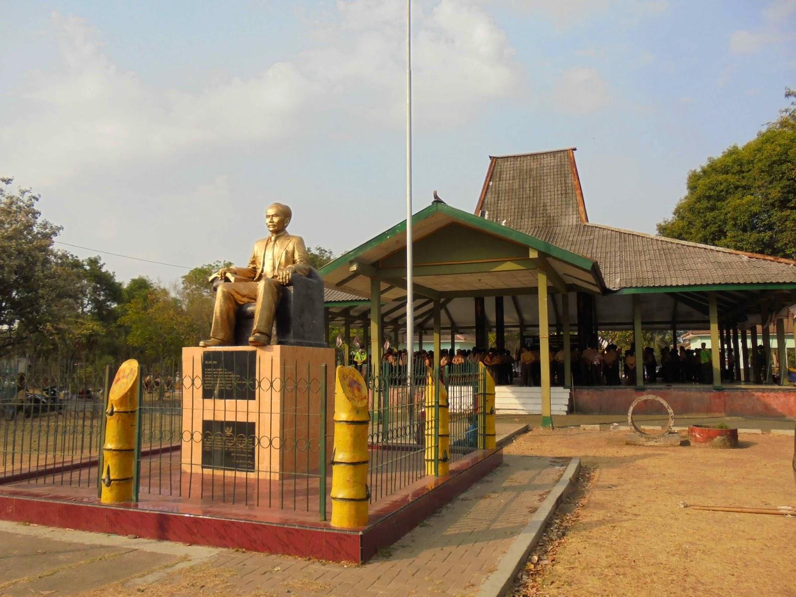 Mtsn Lengkong Nganjuk 2014 Penutupan Gladian Pimpinan Regu Penggalang Monument