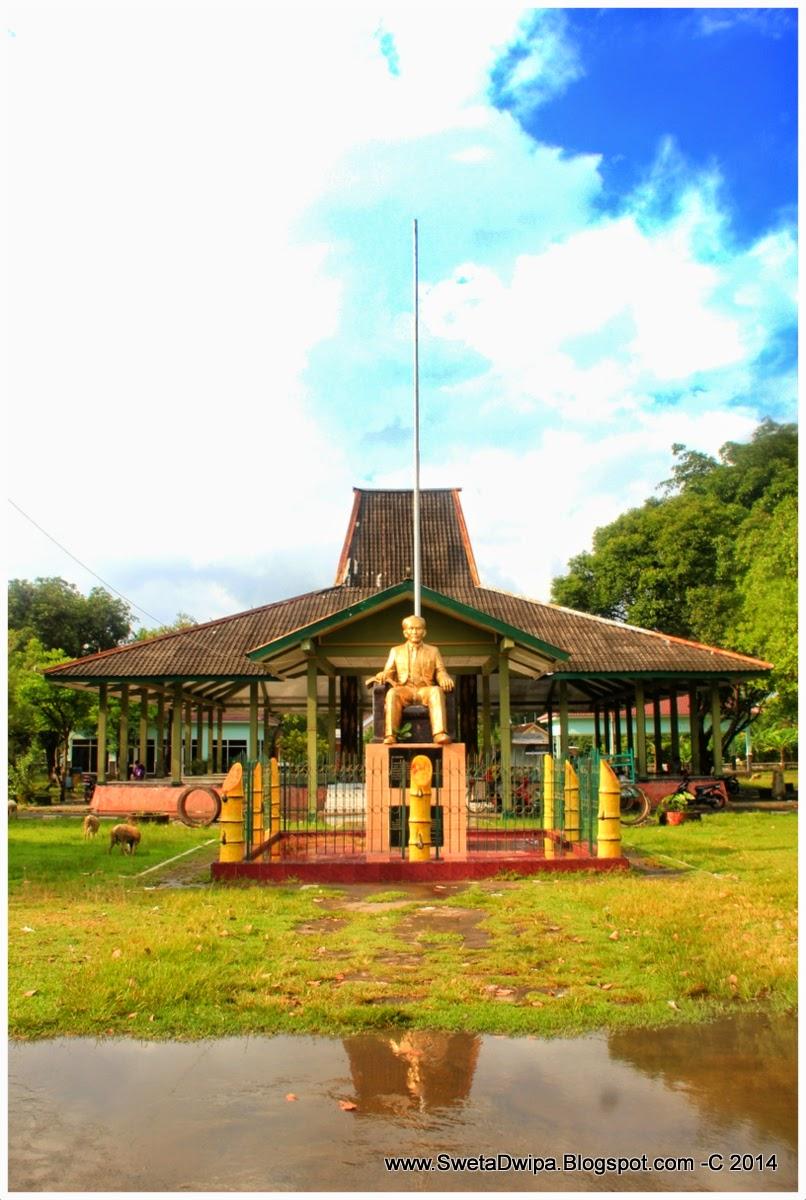 Sekar Rinonce Monumen Dr Soetomo Jejak Pahlawan Nasional Berdiri Diatas