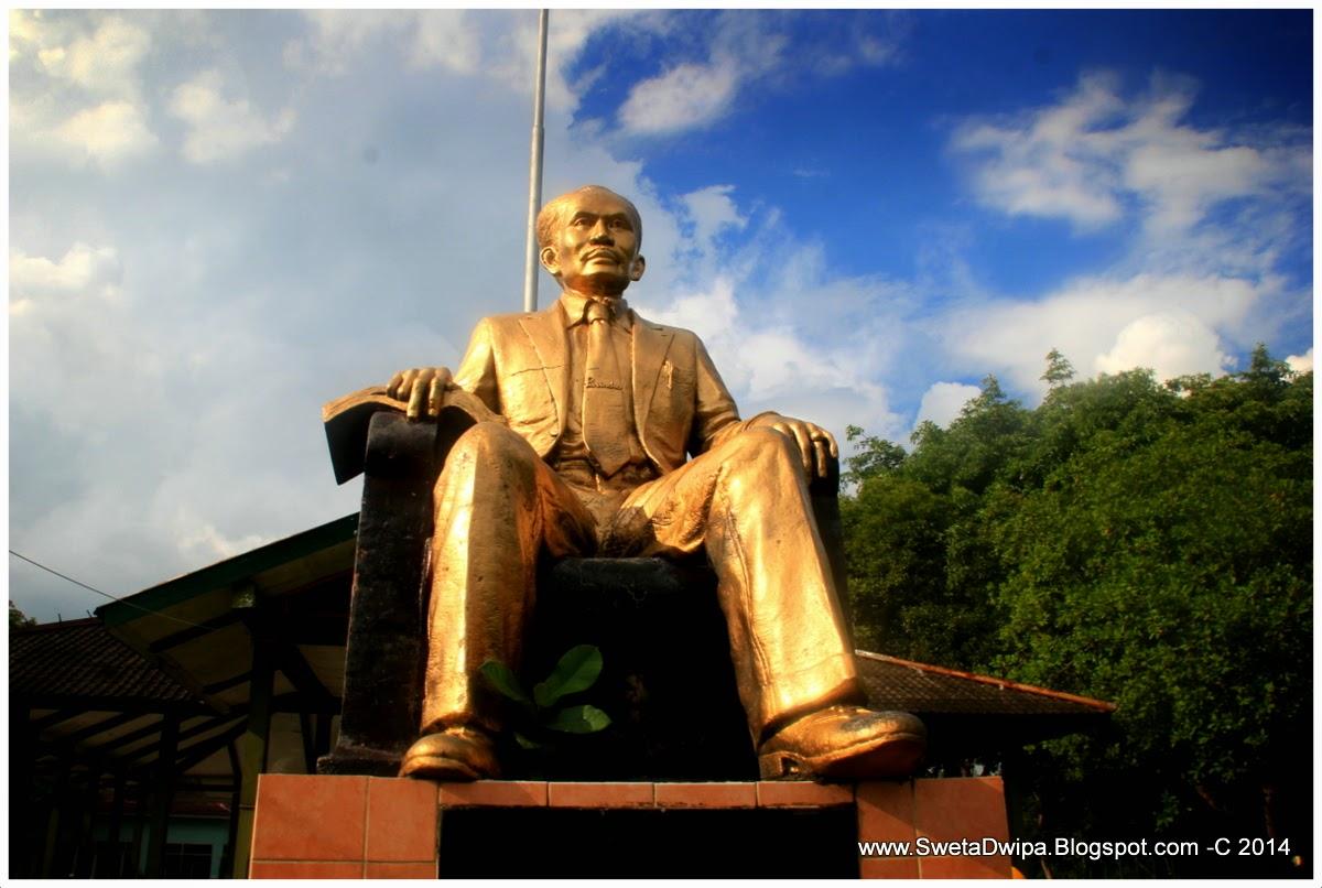 Sekar Rinonce Monumen Dr Soetomo Jejak Pahlawan Nasional Dibawah Patung