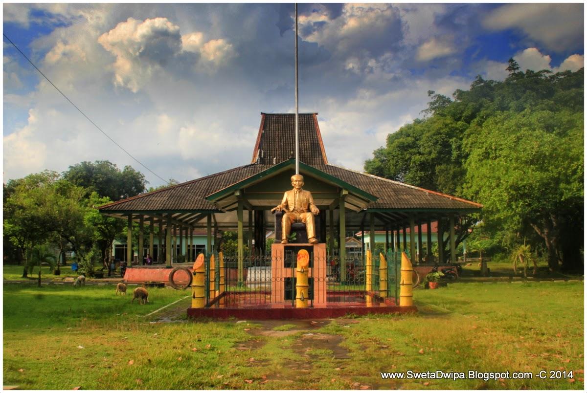 Sekar Rinonce Monumen Dr Soetomo Jejak Pahlawan Nasional Indonesia Nganjuk