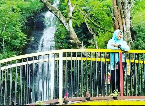 Air Terjun Roro Kuning Wisata Alam Nganjuk Monumen Dibangun Mengenang
