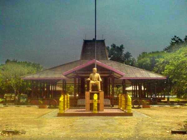 Travel Jelajahi Indahnya Nusantara Travelling Monumen Jendral Sudirman Nganjuk Geriliya