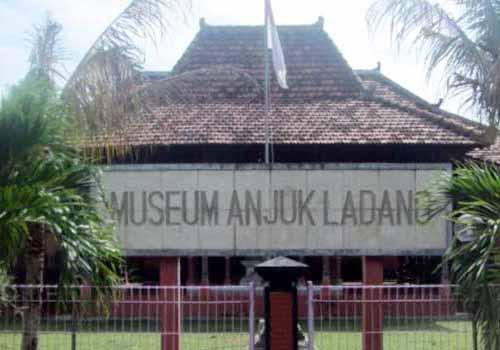 5 Obyek Wisata Nganjuk Patut Dikunjungi Museum Anjuk Ladang Musium