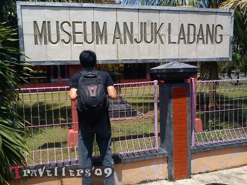 Candi Lor Anjuk Ladang Tonggak Berdirinya Kabupaten Nganjuk Munggunakan Jasa