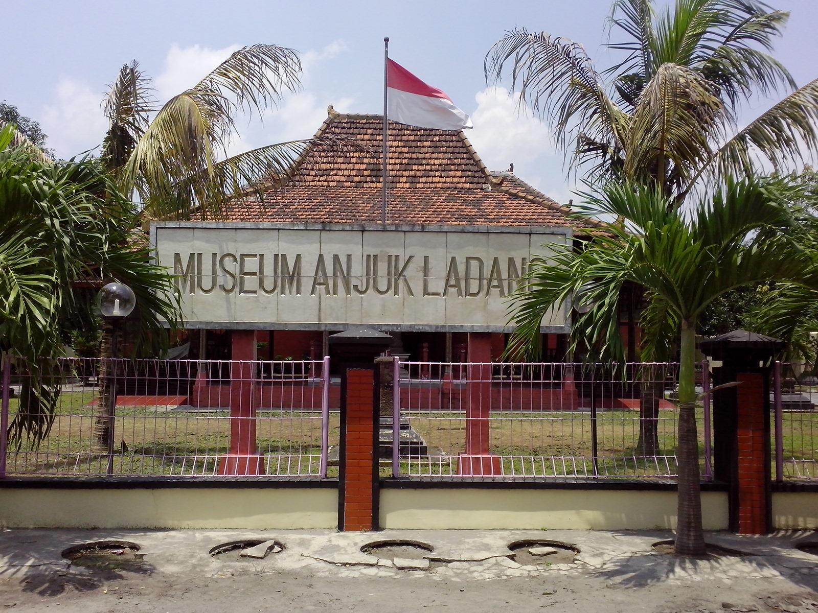 Peninggalan Bersejarah Nganjuk Online Museum Img 20140226 122346 Anjuk Ladang