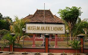 Pesona Keindahan Wisata Museum Anjuk Ladang Nganjuk Daftar Tempat Musium