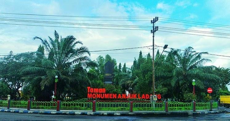 Taman Monumen Anjuk Ladang Galeri Nganjuk Musium Kab