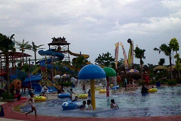 5 Obyek Wisata Nganjuk Patut Dikunjungi Taman Air Legend Kab