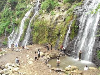 Obyek Wisata Ngawi Donisaurus Air Terjun Pengantin Teleng Kab