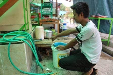 Air Pdam Macet Puluhan Pkl Alun Ngawi Mengeluh Kampoengngawi Kab