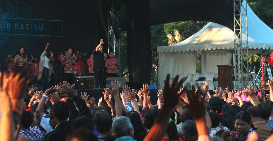 Alun Ngawi Ribuan Umat Kristiani Berdoa Kedamaian Bangsa Kab