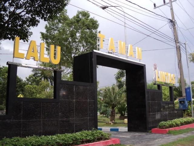 Menikmati Kemegahan Alun Ngawi Kampoengngawi Taman Lintas Kab