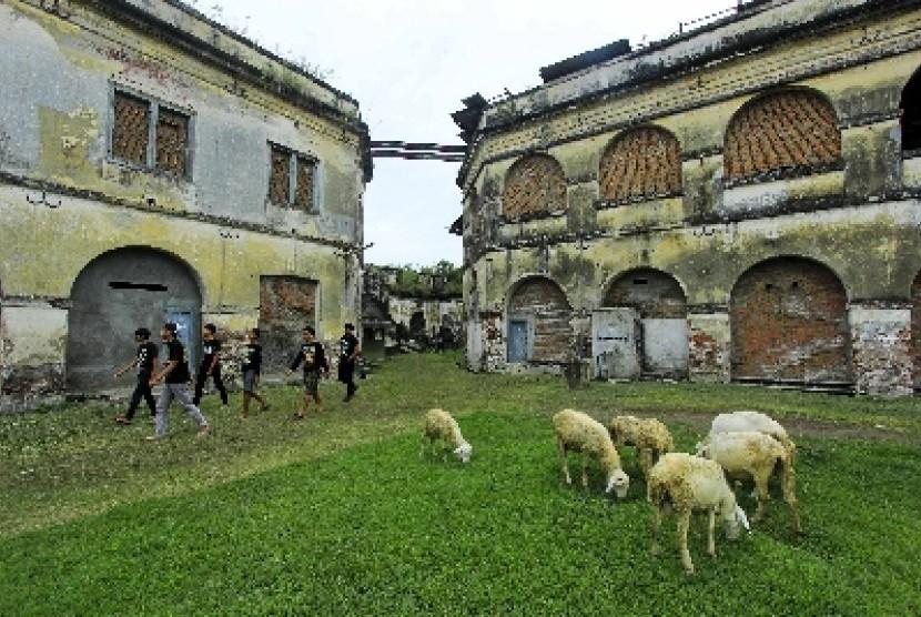 Wisata Benteng Pendem Ngawi Digeliatkan Kembali Republika Online Wisatawan Berkeliling