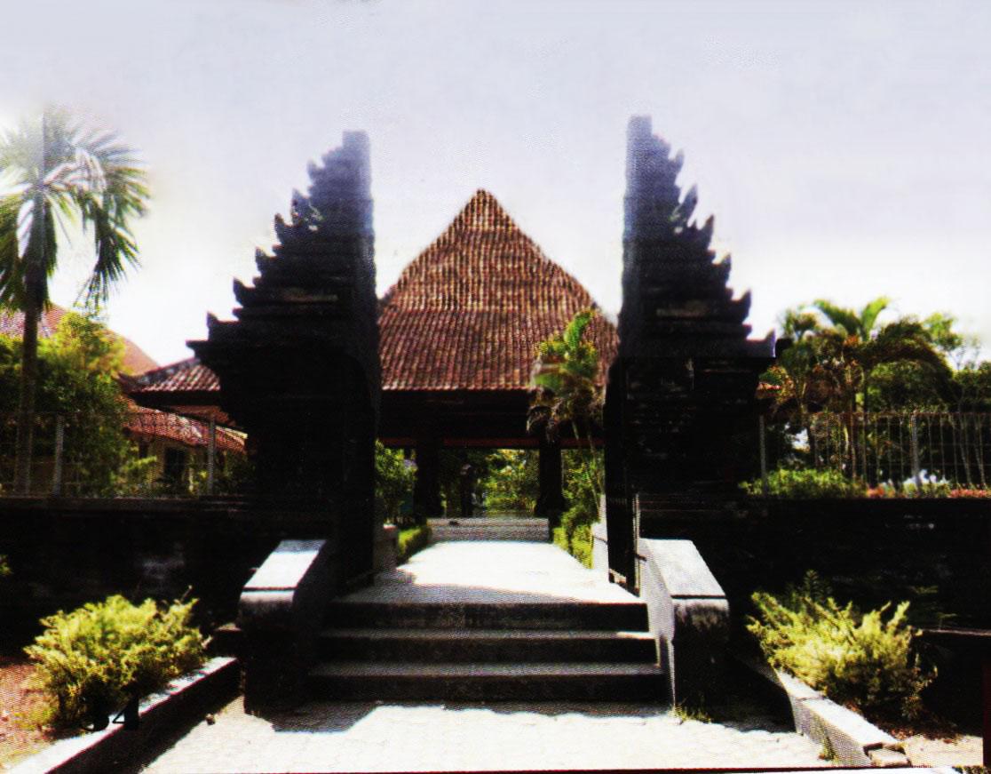 Museum Trinil Pusaka Jawatimuran Trinil0004 Gapura Mushola Ponpes Pak Soli