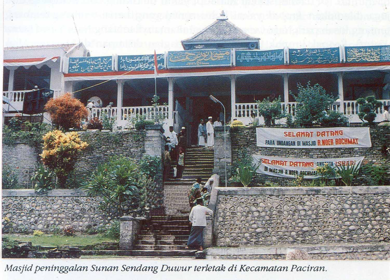 Raden Nur Rahmat Masjid Sendang Duwur Penyebar Agama Islam Sebelah