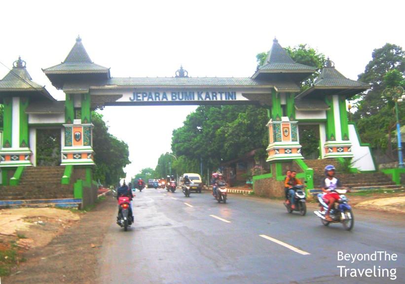Traveling Sejenak Single Touring Ungaran Jepara Tayu Gapura Masuk Wilayah