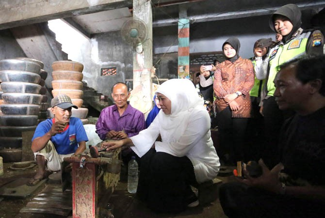 Khofifah Dukung Eksistensi Perajin Gamelan Ponorogo Cagub Jatim Industri Kab
