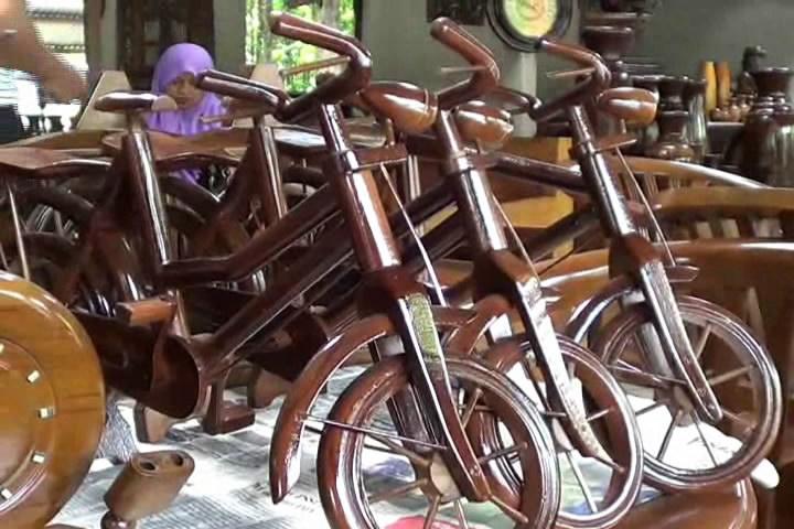 Sambut Mea Pengrajin Kayu Jati Ngawi Siap Serbu Pasar Global