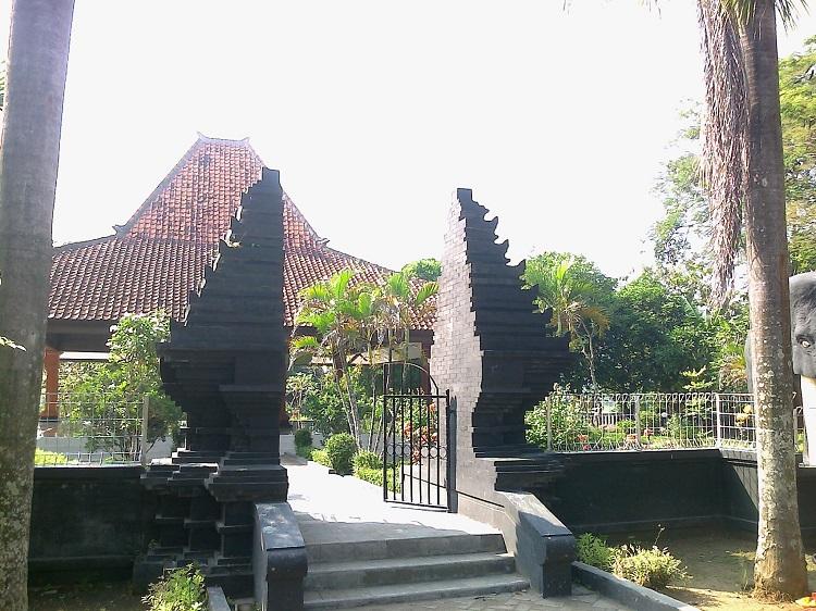 Blog Suciana Dwi Jelajah Museum Purbakala Trinil Ngawi Gapura Musium
